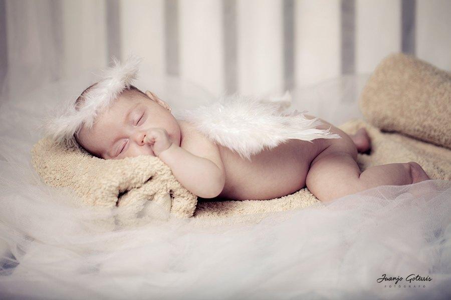 Bebes-fotografia-primeros-meses-con-atrezzo-Juanjo-Goterris-Castellón