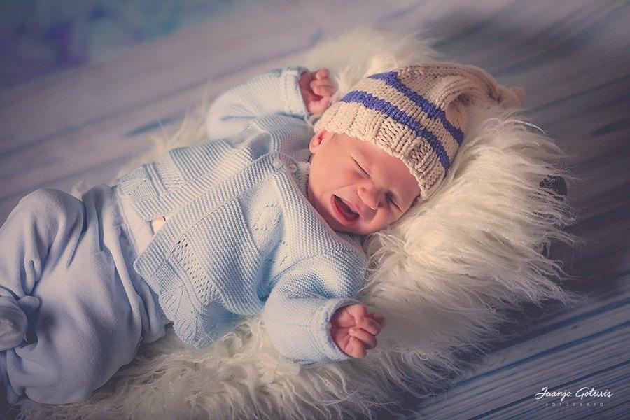 Fotos-bebe-recien-nacido-en-estudio