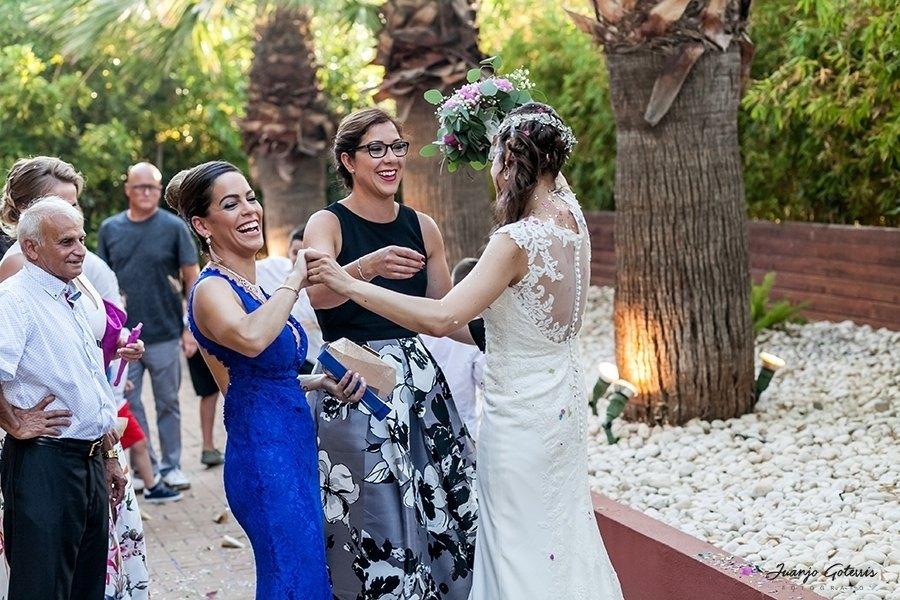 momentos-emotivos-de-la-novia-con-las-amigas