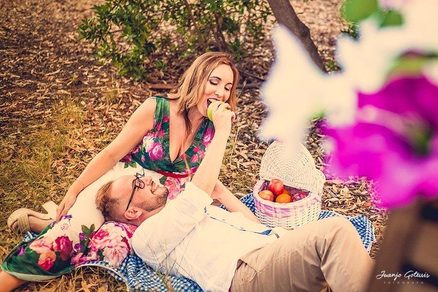 sesion-fotos-prebodas-picnic-en-el-campo
