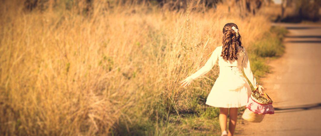 fotos comuniones originales paseando por el campo